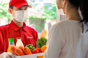 """VinID """"chạy tiếp sức"""" cùng người dân trong tâm dịch Hà Nội"""