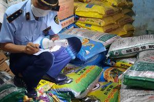 Bình Định: Tạm giữ hơn 10 tấn phân bón hết hạn sử dụng
