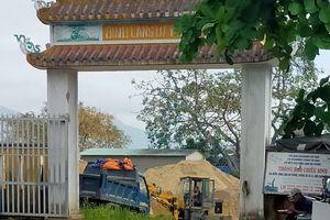 Đà Nẵng: Đình làng thành bãi tập kết cát!
