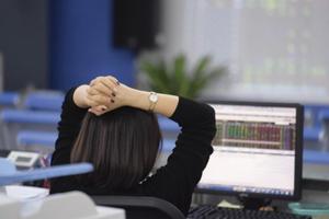 Thị trường chứng khoán tháng 8: Phục hồi