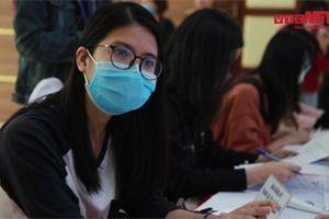 Video: Cô gái 25 tuổi ở Bắc Ninh tự tin đăng ký tiêm thử vaccine COVID-19