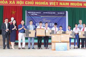 Tân Á Đại Thành tặng máy tính cho các trường học vùng lũ Quảng Trị