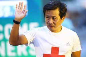 Video: Ông Đoàn Ngọc Hải tiếp tục về đích giải chạy đêm 42km tại Hà Nội