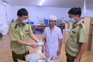 Tạm giữ 500.000 chiếc khẩu trang không có lớp kháng khuẩn ở Hà Nội