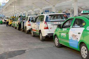 Hà Nội kêu gọi các hãng taxi hỗ trợ công tác phòng, chống dịch COVID-19