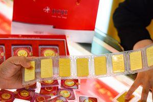 Giá vàng hôm nay 25/10: Giữ đà tăng giá