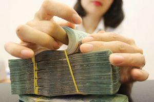 Tín dụng tăng nhanh hơn huy động vốn, góp phần khiến thanh khoản thị trường thu hẹp