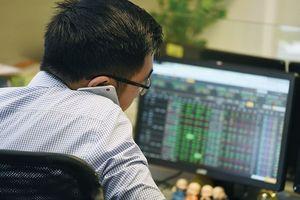 Đánh giá thị trường chứng khoán ngày 13/8: VN-Index có thể tiếp tục điều chỉnh về vùng hỗ trợ gần nhất trong khoảng 1.325-1.350 điểm