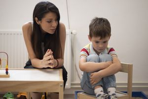 Khó khăn của trẻ tự kỷ khi nghỉ can thiệp do dịch COVID-19