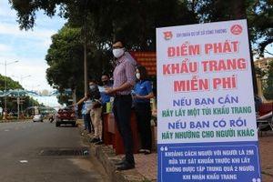 Video: Phát hàng nghìn khẩu trang miễn phí cho người đi đường ở Đắk Lắk