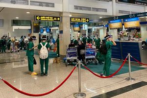 Vietnam Airlines chở gần 1.000 y bác sỹ, sinh viên y tế về Hà Nội